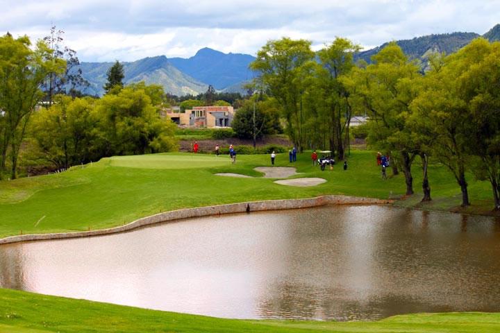 Requisitos para entrar en el club militar de golf 1